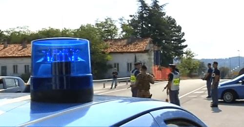 """Migranti contagiati, """"tamponi a tutti"""": l'appello dei poliziotti"""