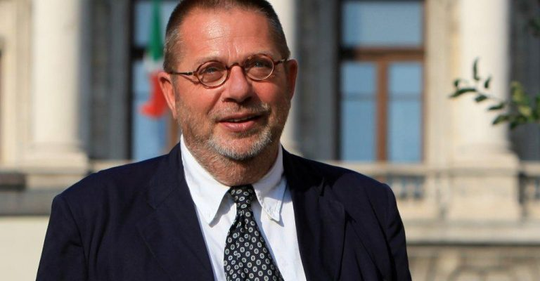 Una nuova civica per Trieste? Il sibillino Carbone e i 4 amici al bar…