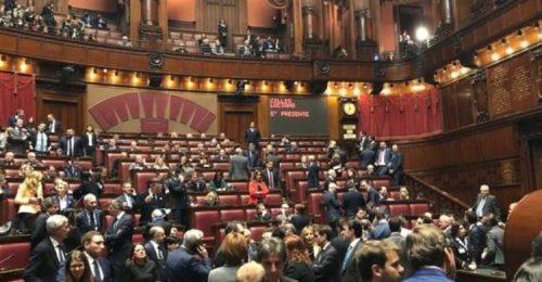Crisi di Governo, chi vince? I parlamentari, pur di non schiodarsi