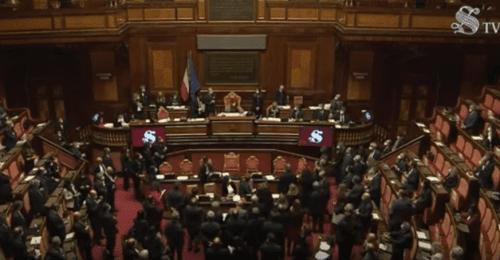 Governo: l'Italia dell'ultimo minuto ormai dice addio ai partiti