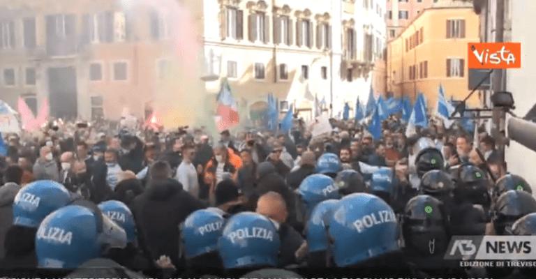 """I poliziotti: """"Solidarietà ai colleghi ma quella piazza di Roma la capiamo"""""""